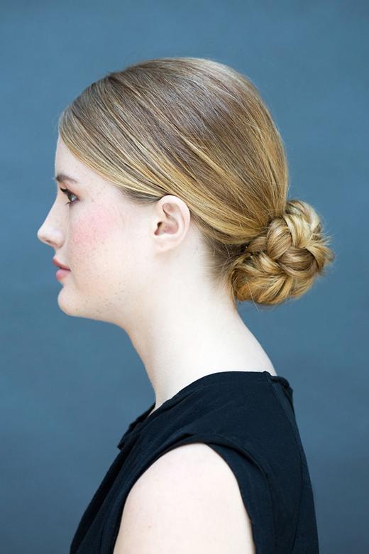 Búi tóc của bạn sẽ trông gọn gàng và lạ lẫm hơn người khác. (Ảnh: Stephanie Stanley)