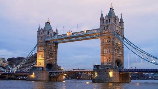 Cầu Tháp bắt qua sông Thames từ lâu đã là một địa điểm níu kéo không biết bao nhiêu du kháchmỗi khi tới Luân Đôn.(Ảnh: Internet)
