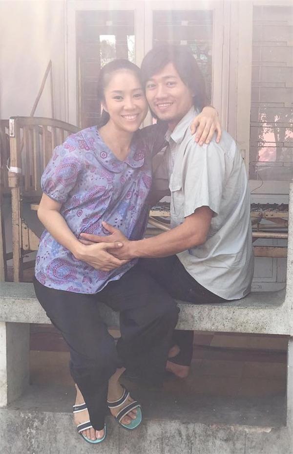 Trong phim cả hai vào vai một cặp vợ chồng trẻ sống hạnh phúc bên nhau. - Tin sao Viet - Tin tuc sao Viet - Scandal sao Viet - Tin tuc cua Sao - Tin cua Sao