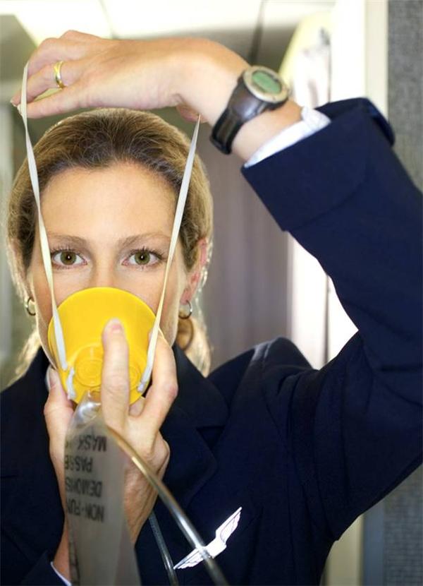 Mặt nạ dưỡng khí chỉ cung cấp oxy trong khoảng từ 12 đến 20 phút. (Ảnh: Internet)