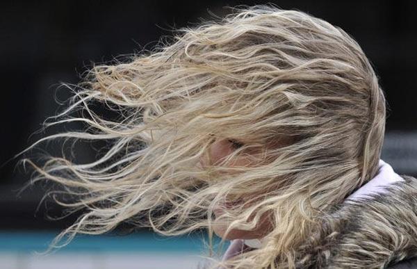 9. Gió và son bóng chính là cặp đòn song kiếm hợp bích kinh khủng nhất của tóc.