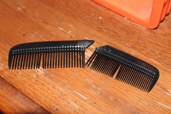 14. Với những quả tóc bú dù mà lại còn dày thì lược gãy là chuyện đều như cơm bữa.