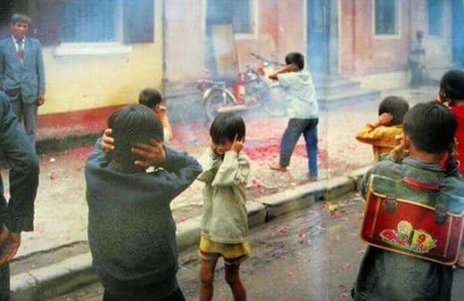Trẻ em bây giờ đã không còn được nghe tiếng pháo giòn tan mỗi khi Tết về nữa. (Ảnh: Internet)