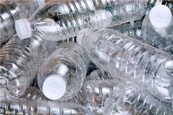 Để tiếp tục lấy nước uống từ những vòi nước uống công cộng,tiết kiệm được một khoản kha khátiền mua nước đấy nhé.(Ảnh: Internet)