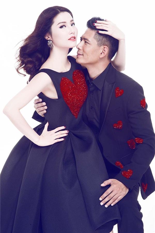 Diễm My và Bình Minh diện trang phục lấy sắc đen làm chủ đạo. Thiết kế tạo điểm nhấn bởi những họa tiết trái tim đính kết có tông đỏ ruby rực rỡ, thu hút. Các chi tiết này đều được thực hiện hoàn toàn bằng phương pháp thủ công.