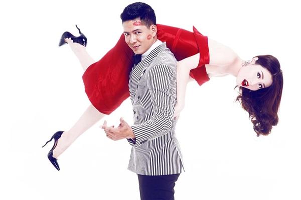 Bình Minh lại khiến Diễm My bất ngờ khi anh nhấc bổng nữ diễn viên lên và thể hiện vẻ nam tính của mình. Diễm My phô diễn trọn vẹn vẻ gợi cảm khi diện dáng váy trễ vai ôm sát cùng tông đỏ ruby rực rỡ.