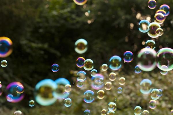 Những sản phẩm bong bóng xàphòng trôi nổi rất nguy hiểm cho trẻ. (Ảnh: Internet)