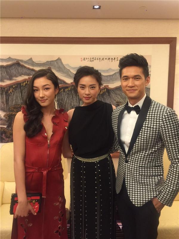 Các diễn viên thân thiện gửi lời chào đến khán giả Việt Nam. - Tin sao Viet - Tin tuc sao Viet - Scandal sao Viet - Tin tuc cua Sao - Tin cua Sao