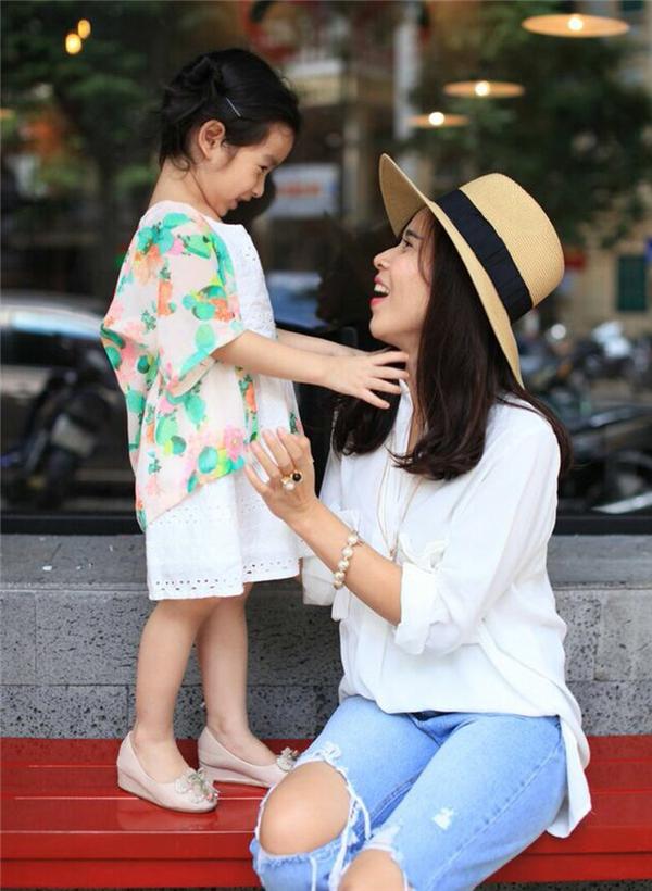 Cô gái nhỏ của Lưu Hương Giangsở hữu gu thời trang sành điệu và nữ tính chẳng khác gì mẹ. - Tin sao Viet - Tin tuc sao Viet - Scandal sao Viet - Tin tuc cua Sao - Tin cua Sao
