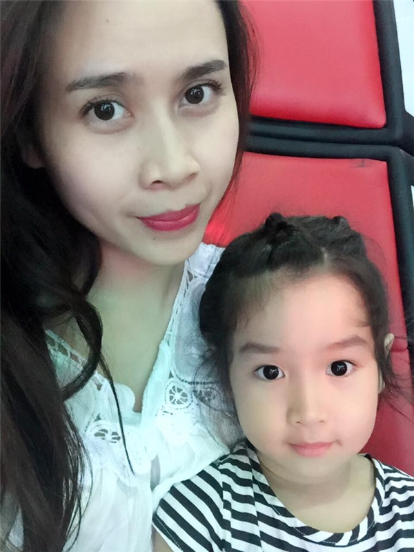 Thậm chí Lưu Hương Giang còn thường xuyên đưa con gái đi làm cùng để tiện việc chăm sóc. - Tin sao Viet - Tin tuc sao Viet - Scandal sao Viet - Tin tuc cua Sao - Tin cua Sao