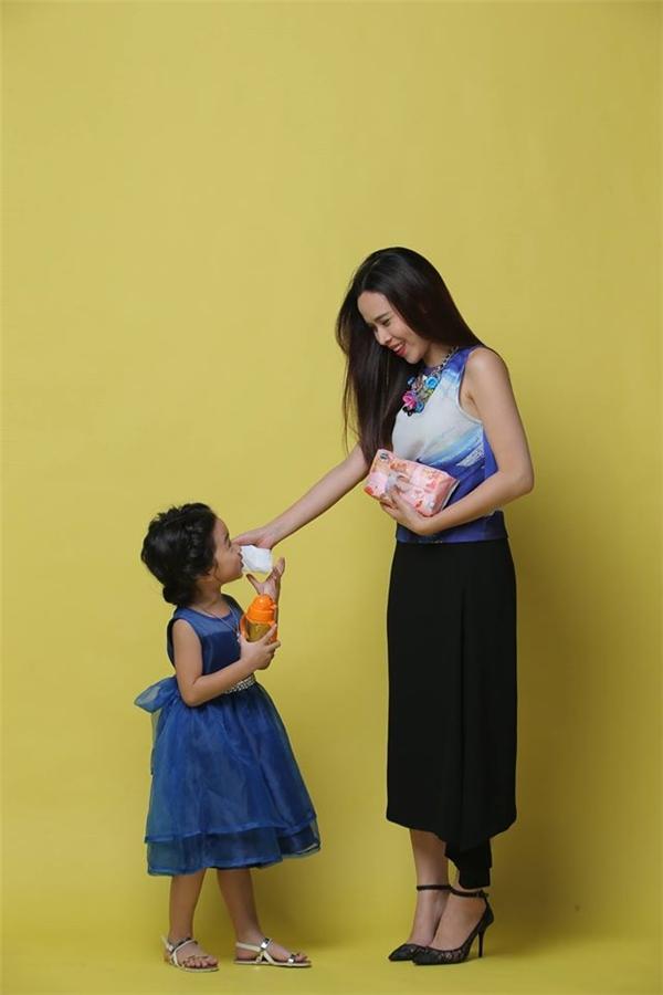 4 năm sau khi Mina ra đời, Lưu Hương Giang mới thoải mái khoe con với công chúng. - Tin sao Viet - Tin tuc sao Viet - Scandal sao Viet - Tin tuc cua Sao - Tin cua Sao