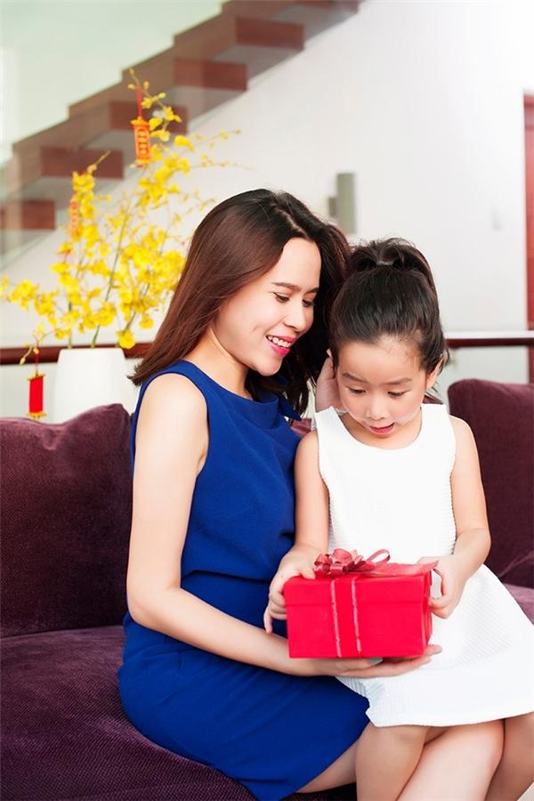 Lưu Hương Giang chia sẻ rằng Mina ngoan và sống rất tình cảm với mọi người. - Tin sao Viet - Tin tuc sao Viet - Scandal sao Viet - Tin tuc cua Sao - Tin cua Sao