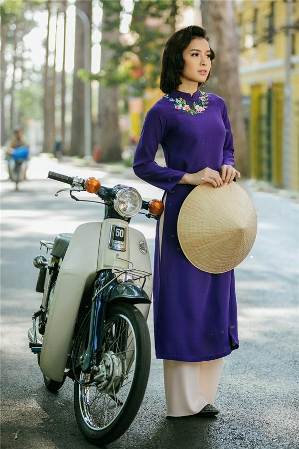 Với những tình cảm dành cho cái Tết truyền thống xưa, Phương Trinh Jolie đã thực hiện bộ ảnh hóa thân thành quý cô Sài Gòn xưa vớivẻ đẹp nền nã, thuần khiết nhất. - Tin sao Viet - Tin tuc sao Viet - Scandal sao Viet - Tin tuc cua Sao - Tin cua Sao