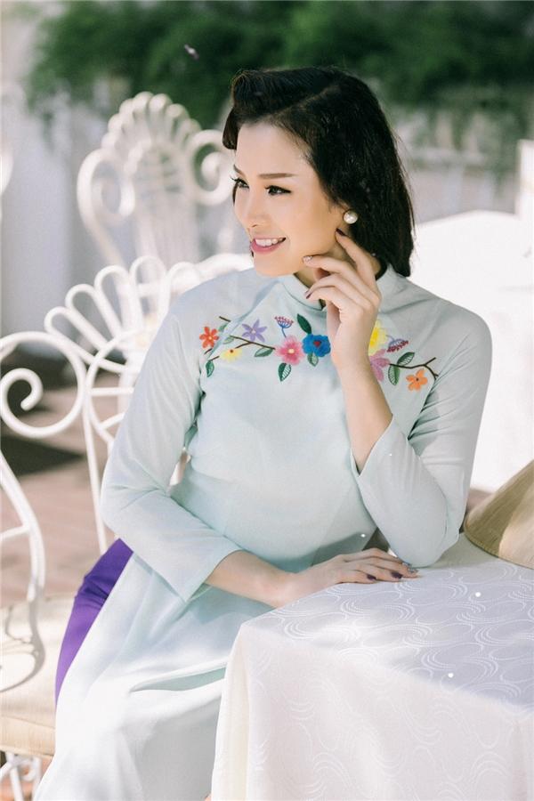 Phương Trinh Jolie nền nã, dịu dàng trong hình ảnh quý cô Sài Gòn xưa - Tin sao Viet - Tin tuc sao Viet - Scandal sao Viet - Tin tuc cua Sao - Tin cua Sao