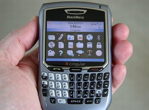 Bạn có nhớ đến thiết bị này: BlackBerry 8700. Sản phẩm khi mới ra mắt đã tạo được điểm nhấn, được nhiều người mua như thiết kế đẹp, bàn phím QWERTY tiện dụng, đầy đủ các tính năng như lướt web, email…