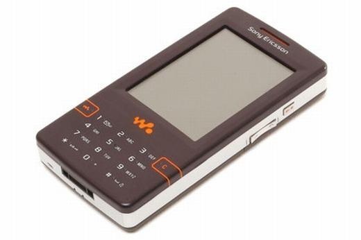 """Nếu nhắc đến chiếc điện thoại có khả năng chơi nhạc """"đỉnh"""" nhất cáchđây 10 năm, không thể không kể đến chiếc Sony Ericsson W950. Nhờ mang tới trải nghiệm âm thanh tốt chẳng thua kém một chiếc máy nghe nhạc, máy được nhiều người, đặc biệt là giới trẻ ưa thích. (Theo: Internet)"""