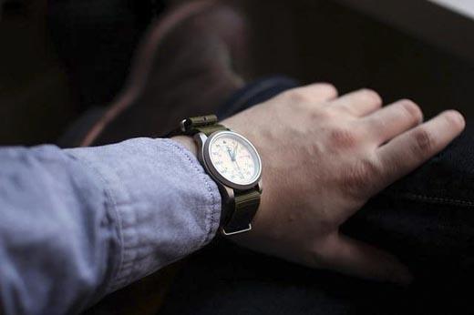 Đồng hồ biểu tượng cho thời gian. Thời gian trôi đi là con người đang già dần và chết đi.(Ảnh: Internet)
