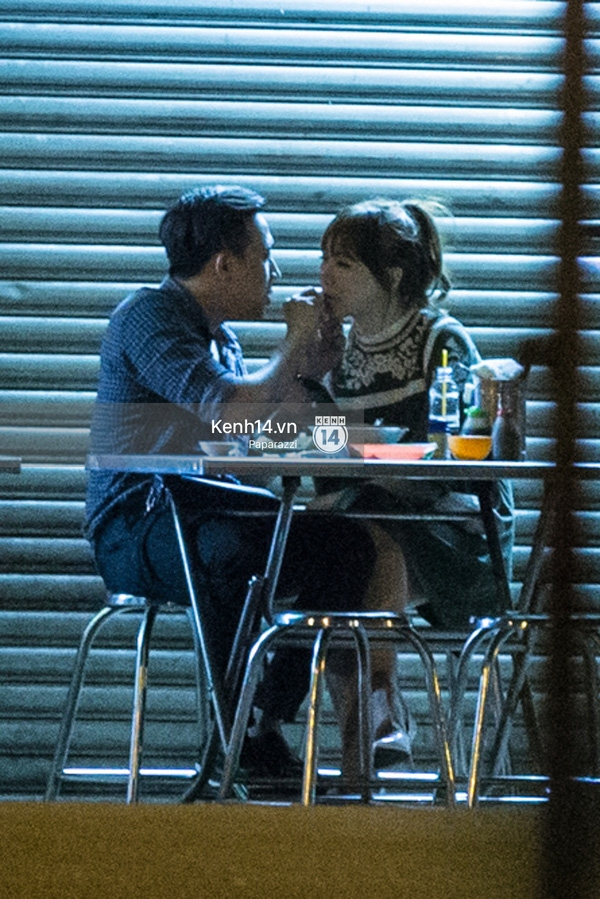 Nam MC đút đồ ăn thức uống cho Hari Won - Tin sao Viet - Tin tuc sao Viet - Scandal sao Viet - Tin tuc cua Sao - Tin cua Sao