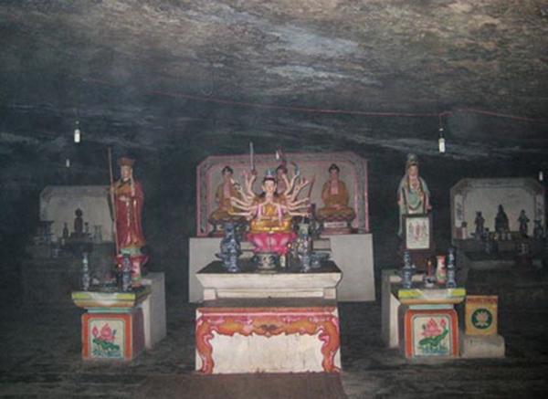 Tượng Phật bên trong hang động. (Ảnh: Internet)