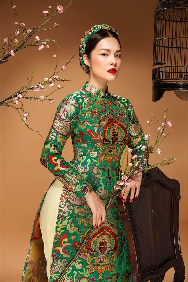 """Mĩ nhân Việt """"lúng liếng"""" áo dài cách tân ngày đầu xuân"""