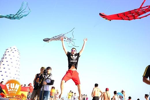 Giới trẻ đưa nhau đi trốn tại lễ hội âm nhạc bãi biển lớn nhất năm