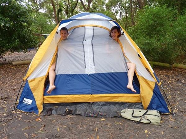 Chịu khó đem theo lều, bạn sẽ tiết kiệm được kha khá.Ảnh:Wandering Earl.