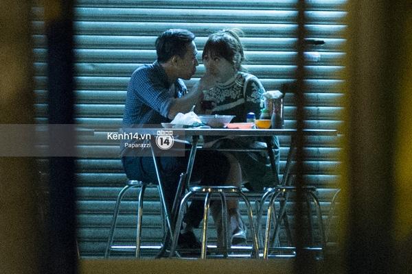 Hình ảnh tình tứ làm dấy lên nghi vấn yêu nhau của hai nhân vật chính. - Tin sao Viet - Tin tuc sao Viet - Scandal sao Viet - Tin tuc cua Sao - Tin cua Sao