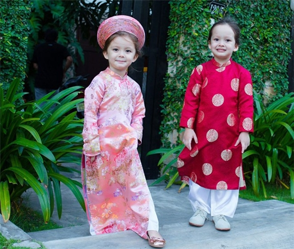 """Con nhà sao Việt """"xinh đứ đừ"""" diện áo dài đón Tết"""