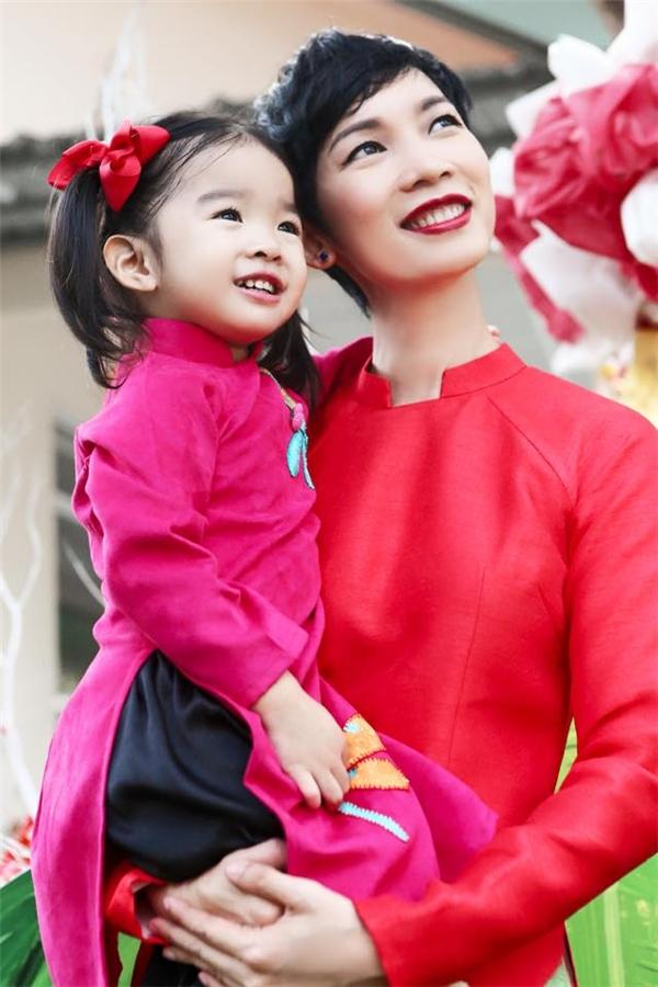 Khoảnh khắc bình yên của Xuân Lan bên cạnh con gái sau một năm bận rộn.