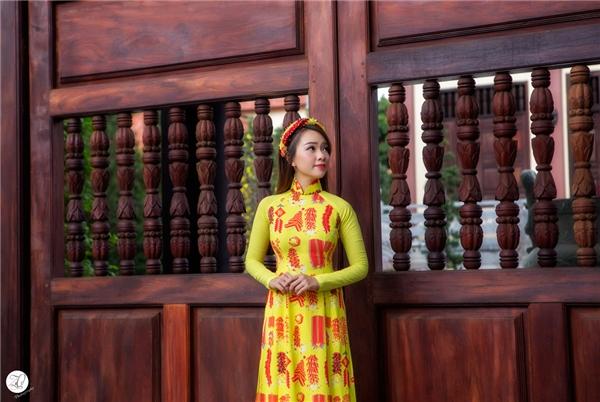 Trong bộ ảnh, Băng Di tạo dáng bên những kiến trúc cổ kính của ngôi chùa thể hiện nét dịu dàng của phụ nữ Việt Nam. - Tin sao Viet - Tin tuc sao Viet - Scandal sao Viet - Tin tuc cua Sao - Tin cua Sao