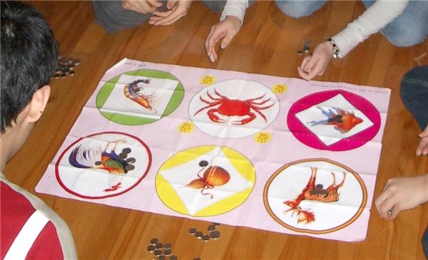 6 linh vật được vẽ trên bàn cờ.(Ảnh: Internet)