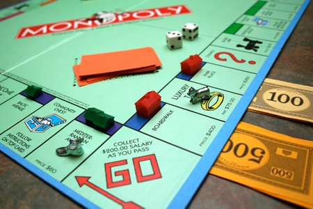 Cờ tỉ phú có tên tiếng Anh là Monopoly, nổi tiếng trên toàn thế giới và có cả phiên bản trò chơi điện tử.(Ảnh: Internet)