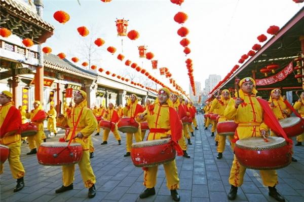 Hội đền cung điện mùa hè sẽ cho bạn trải nghiệm cuộc sống cung đình, bên cạnh những hoạt động trong hội đền truyền thống. (Ảnh: Internet)