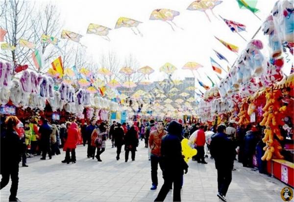 Trải nghiệm nhiều nền văn hóa đa dạng, ngắm những bộ quần áo hóa trang đầy màu sắc và thử các món ăn lạ, lễ hội này sẽ khiến năm mới của bạn vui hơn bao giờ hết.(Ảnh: Internet)