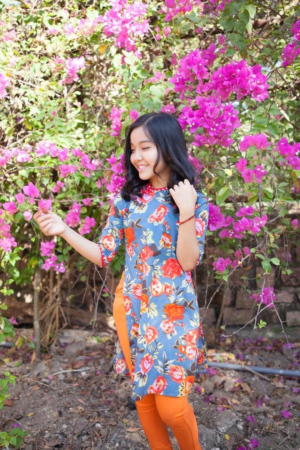 Cô bé 12 tuổi xinh như thiếu nữ với trang phục rực rỡ đón Tết. - Tin sao Viet - Tin tuc sao Viet - Scandal sao Viet - Tin tuc cua Sao - Tin cua Sao