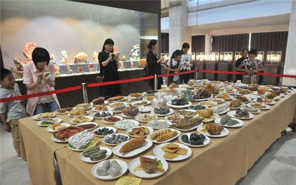 Bàn tiệc đá quý 120 món ở Chiết Giang. (Ảnh: Internet)