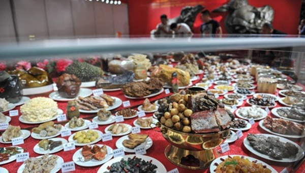 Bàn tiệc 600 món ở Côn Minh. (Ảnh: Internet)