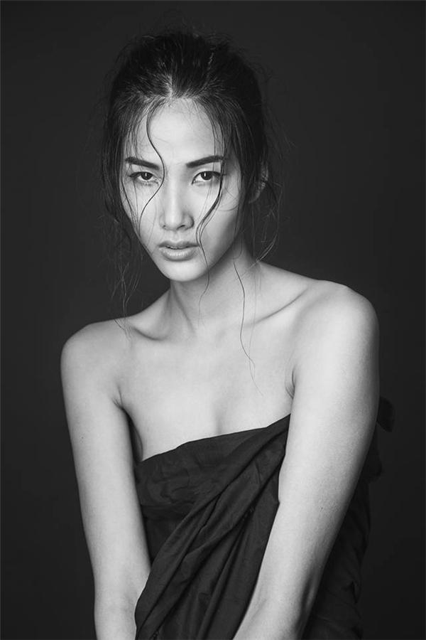 Cô là một người mẫu trẻ, mới bước vào nghề nhưng đã gặt hái được những thành công nhất định: được thành danh trong làng người mẫu Việt, sớm được làm việc trong điều kiện, môi trường chuyên nghiệp tại nước ngoài... - Tin sao Viet - Tin tuc sao Viet - Scandal sao Viet - Tin tuc cua Sao - Tin cua Sao