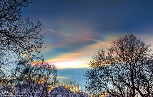 Đây thường được gọi là hiện tượng mây ngũ sắc. (Ảnh: Internet)