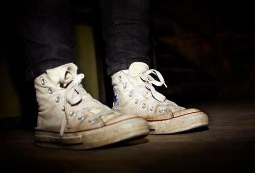 Giày bẩn: đây là thứ mà hầu hết cánh đàn ông con trai đều ít quan tâm nhưng nó sẽ khiến các nàng đánh giá bạn là người không chỉn chu, ở bẩn. Bao giờ cũng nên giữ cho đôi giày của mình sạch sẽ, không có vết trầy xước. (Ảnh: Internet)