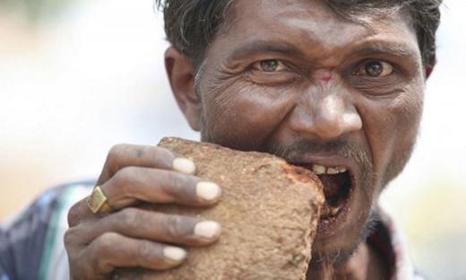 Người bệnh có thể ăn đất, cỏ, đinh ghim... (Ảnh: Internet)