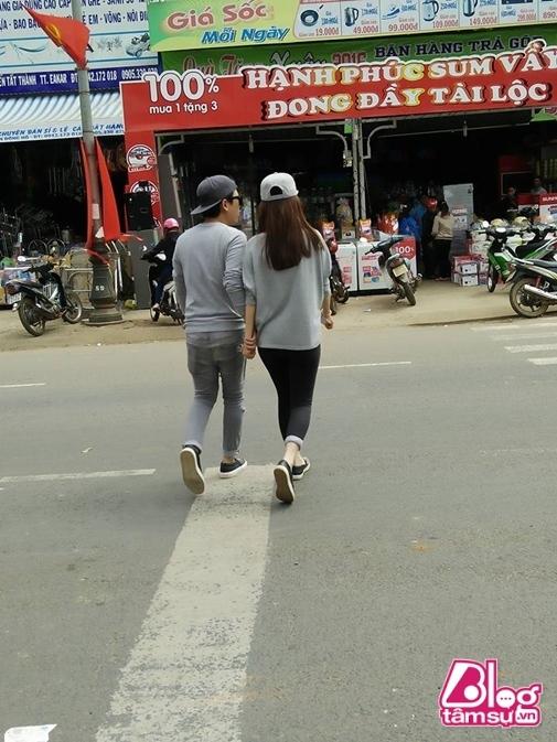 Lộ loạt ảnh Trường Giang mặc đồ đôi, nắm tay đi sắm Tết ở quê Nhã Phương - Tin sao Viet - Tin tuc sao Viet - Scandal sao Viet - Tin tuc cua Sao - Tin cua Sao