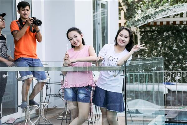 Tham dự MV lần này còn có sự góp mặt của Hà My và Hà Vy – hai học trò cưng của Dương Khắc Linh. - Tin sao Viet - Tin tuc sao Viet - Scandal sao Viet - Tin tuc cua Sao - Tin cua Sao