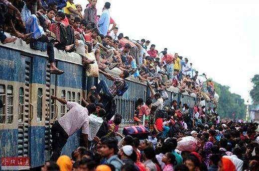 Tàu xe đông đúc là hiện tượng không hiếm gặp mỗi dịp Tết đến xuân về.