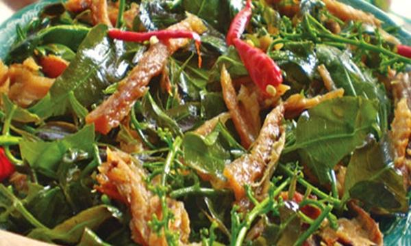 Ngoài ra bạn còn có thể thưởng thức một món ăn ngon khác là gỏi sầu đâu khô cá lóc. (Ảnh: Internet)