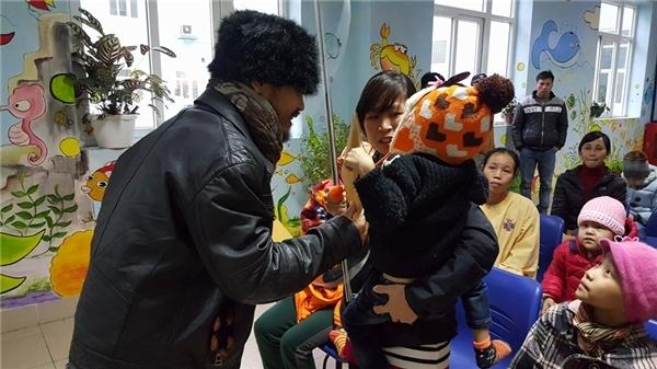 Sao Việt tất bật với hoạt động từ thiện cuối năm - Tin sao Viet - Tin tuc sao Viet - Scandal sao Viet - Tin tuc cua Sao - Tin cua Sao