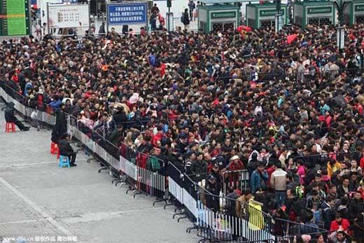 Kinh hoàng một biển 10.000 người chen chúc chờ xe về quê ăn Tết