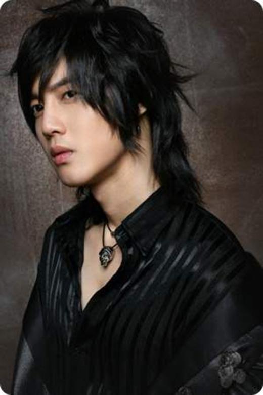 Còn chàng diễn viên Hàn Quốc Kim Hyun Joong cũng từng khiến nhiều cô gái mê mẩn vì kiểu tóc cá tính này. (Ảnh: Internet)