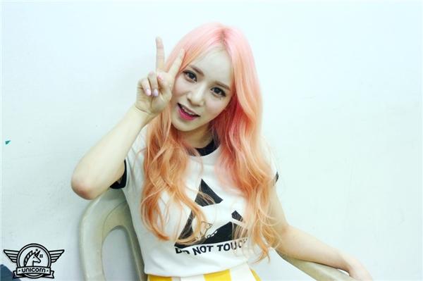 """Mới đây, thành viên Gayoung của Unicorn trở thành """"nạn nhân"""" tiếp theo của các fan EXO khi bày tỏ mong muốn được tham gia We Got Married cùng Sehun. Ngay lập tức, bài đăng mới nhất trên Instagram của cô đã thu hút hơn 4000 lượt bình luận, hầu hết đều là những lời lẽ tiêu cực, chỉ trích."""