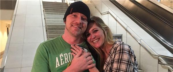 Cặp đôi yêu nhau nhờ mạng xã hội Instagram có quyết định gây choáng. (Ảnh: ABC News)